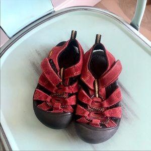 Keen Sandal gently used in dark red. Unisex